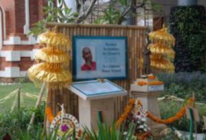 Sri Chinmoy szobor - Bali repter