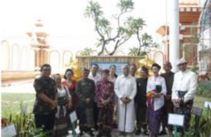 Sri Chinmoy szobor - Bali repter2