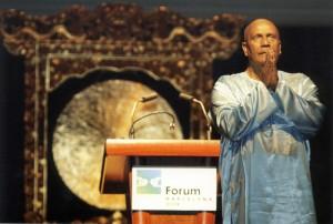 Sri Chinmoy nyitó meditációja a Vallások Parlamentjén - Barcelona, 2004